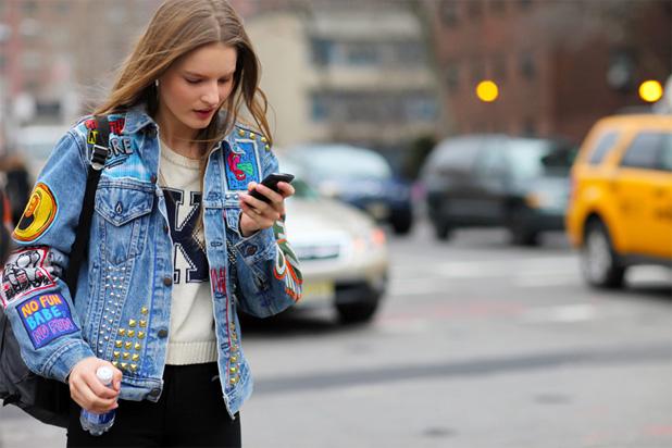 jaquetas-jeans-nas-ruas com patches